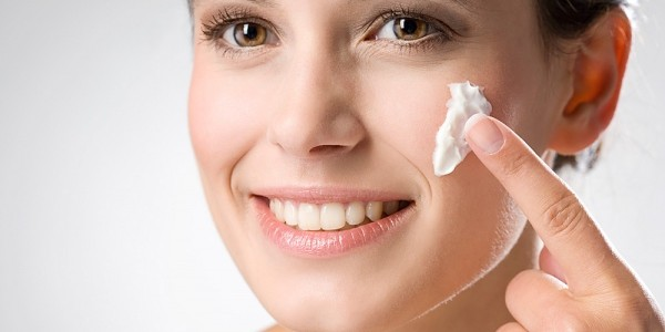 Best Way to Apply Skin Creams For Efficient Results