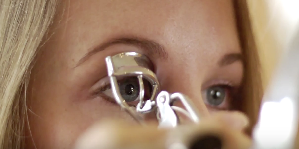How To Get Full, Long Lashes With An Eyelash Curler