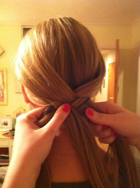 Source: http://www.instructables.com/id/How-to-Make-a-Fishtail-Braid/step4/Step-4/