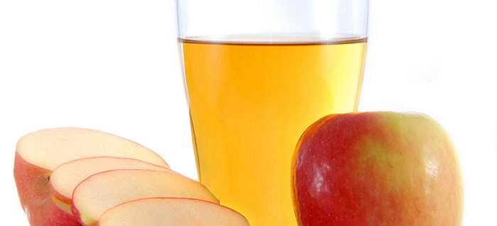 a glass of apple cider vinegar